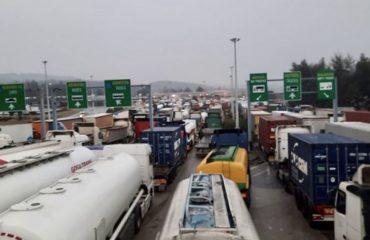 Βόρεια Μακεδονία: Χάος στον συνοριακό σταθμό Bogorodica-Ευζώνων για τους μεταφορείς