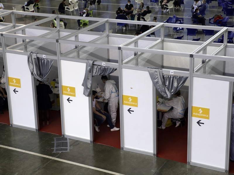 Β-Ε: Πλήθος πολιτών εμβολιάστηκε στη Σερβία