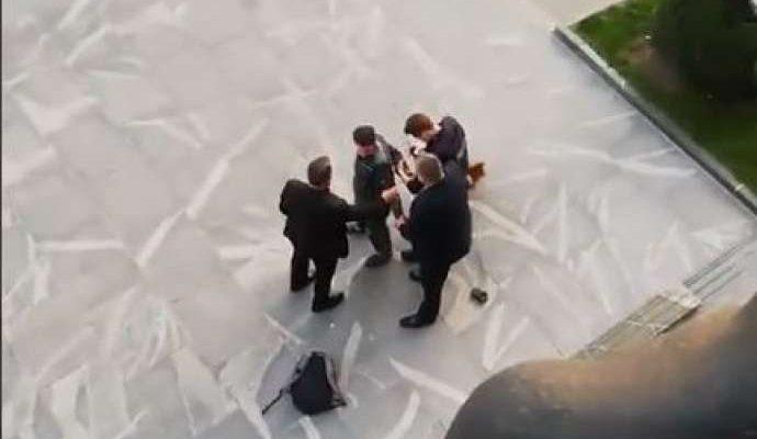 Σλοβενία: Άνδρας με αλυσοπρίονο αποπειράθηκε να εισέλθει στο κτίριο του Κοινοβουλίου