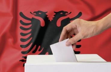 Αλβανία: Αμφίρροπη μάχη δείχνουν τα exit polls