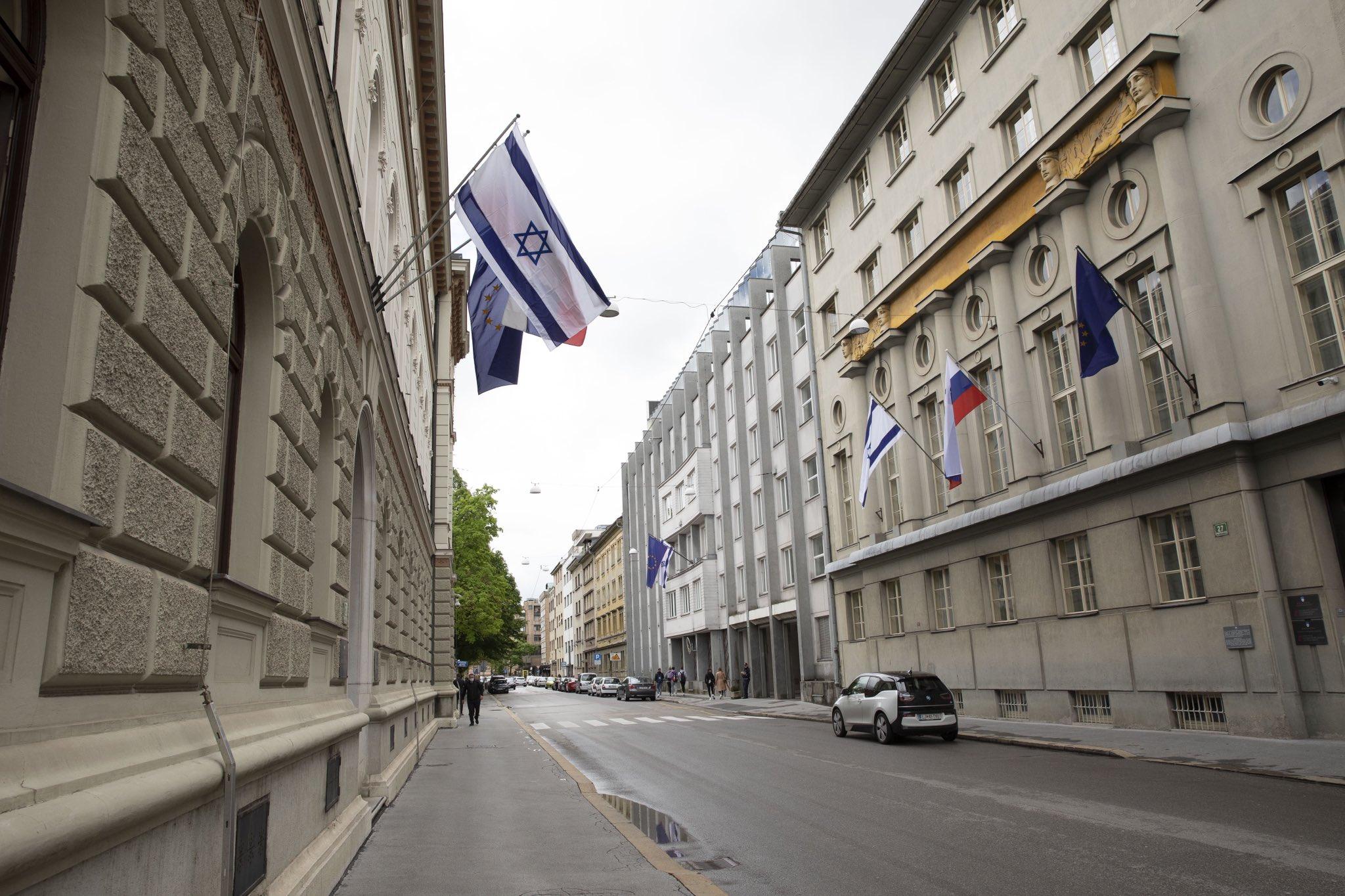 Σλοβενία: Η Μουσουλμανική κοινότητα διαμαρτύρεται για τη Ισραηλινή σημαία στο κυβερνητικό κτίριο