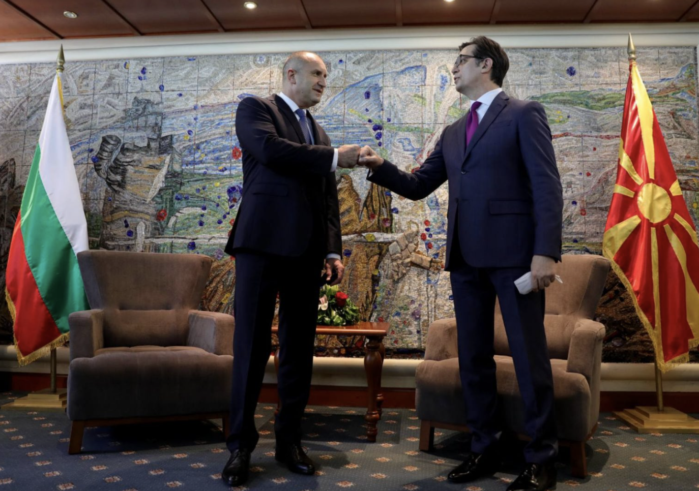 Pendarovski: Ο Radev είναι πολιτισμένος και σοβαρός, αλλά εμμένει στις βουλγαρικές απαιτήσεις