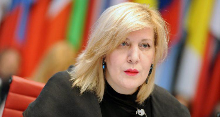 Η Ευρωπαία Επίτροπος για τα ανθρώπινα δικαιώματα προειδοποιεί για την ελευθερία των ΜΜΕ στη Σλοβενία