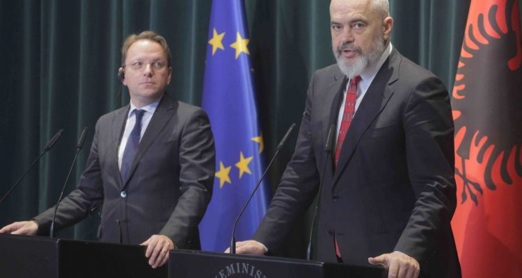 Rama και Varhelyi θα προεδρεύσουν της Συνόδου Κορυφής των Δυτικών Βαλκανίων στις 10 Ιουνίου στα Τίρανα