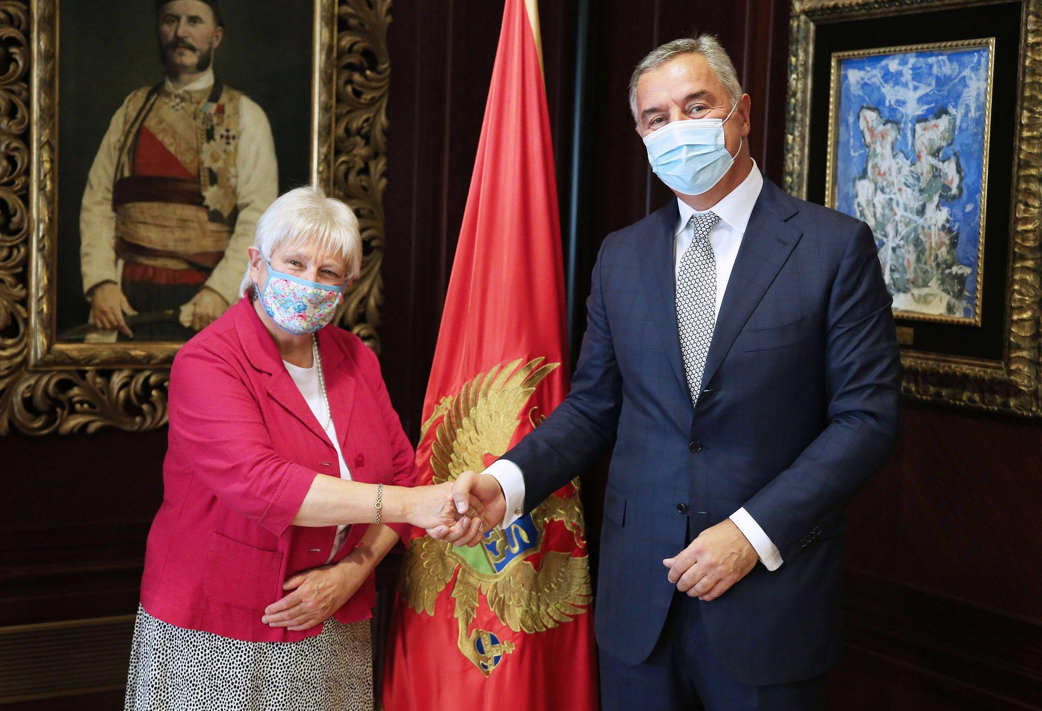 Το Ηνωμένο Βασίλειο και το Μαυροβούνιο υπογράμμισαν την κοινή δέσμευση στο ΝΑΤΟ για την επίσκεψη του Carrier Strike Group