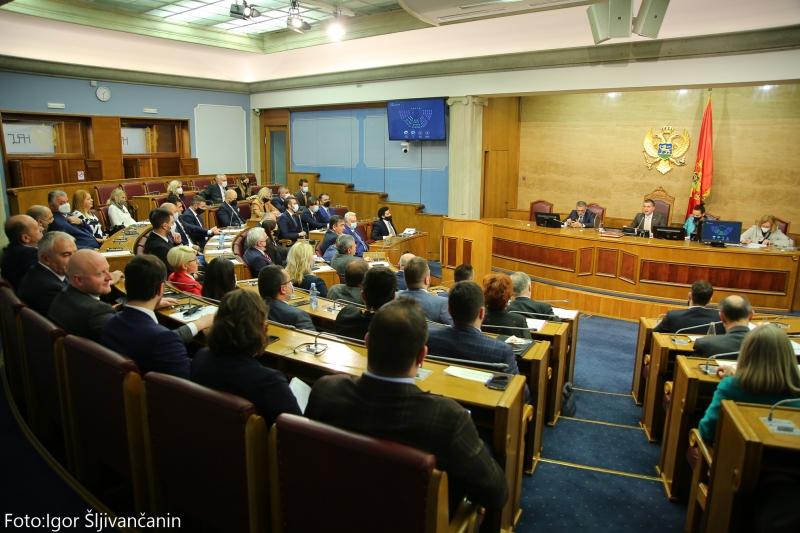 Μαυροβούνιο: Το Κοινοβούλιο υιοθέτησε δύο επίμαχα σημεία, αμφισβητείται η υποστήριξη του DF προς την κυβέρνηση