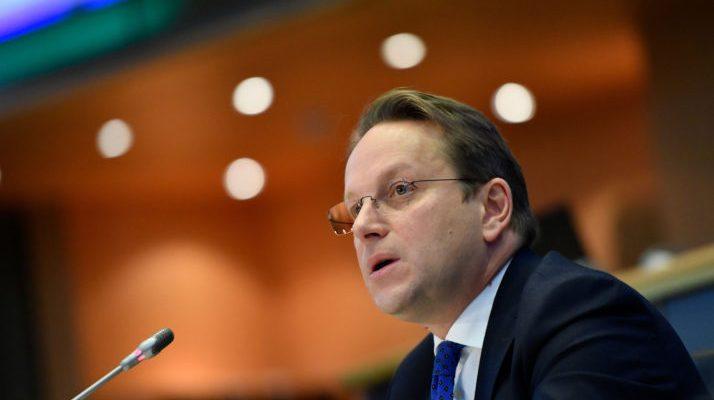 Απαιτούνται αλλαγές στο Σύνταγμα της Β-Ε για την ικανοποίηση των απαιτήσεων ένταξης στην ΕΕ, δήλωσε ο Varhelyi