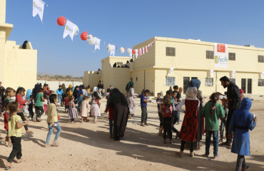 Τουρκικές ΜΚΟ συνεχίζουν να κατασκευάζουν σπίτια για τους εκτοπισμένους του Idlib