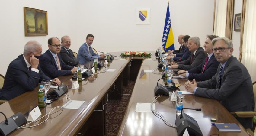 Β -Ε: Ο Schmidt συναντήθηκε με δύο από τα τρία μέλη της Προεδρίας της Β -Ε