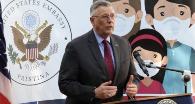 Η αμερικανική πρεσβεία καλεί τους πολίτες του Κοσσυφοπεδίου να εμβολιαστούν