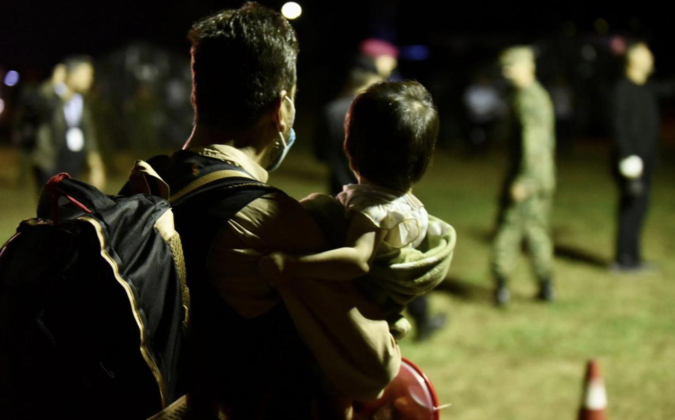 Οι πρώτοι 121 Αφγανοί έφτασαν στην Αλβανία