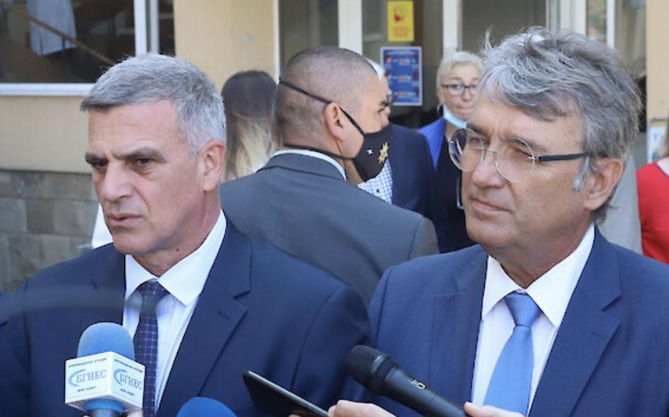 Stefan Yanev: Δεν κάνουμε καμία κίνηση για υποχρεωτικό εμβολιασμό