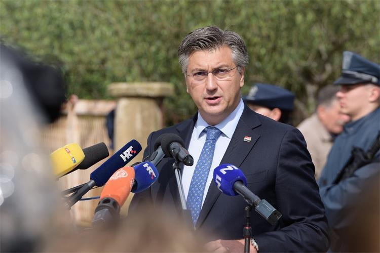 Η Κροατία εξακολουθεί να σκέφτεται για πολεμικές αποζημιώσεις από τη Σερβία, λέει ο Plenković
