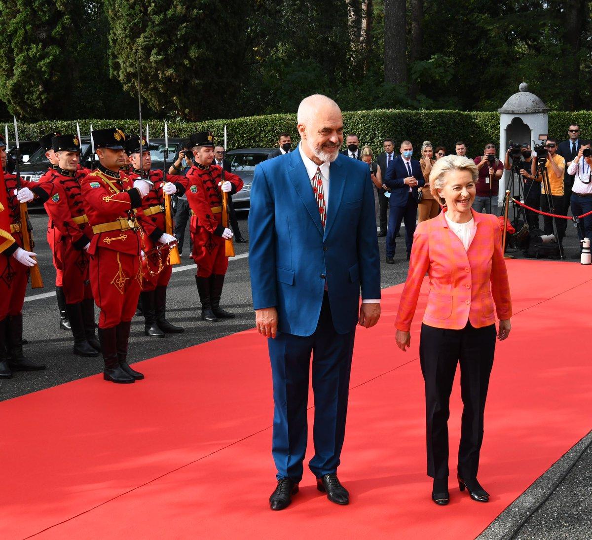 Από τα Τίρανα ξεκίνησε την περιοδεία της στα Δυτικά Βαλκάνια η Ursula von der Leyen