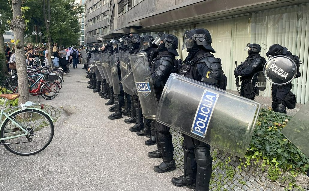 Σλοβενία: Η αστυνομία χρησιμοποίησε κανόνια νερού για να διαλύσει τη διαμαρτυρία