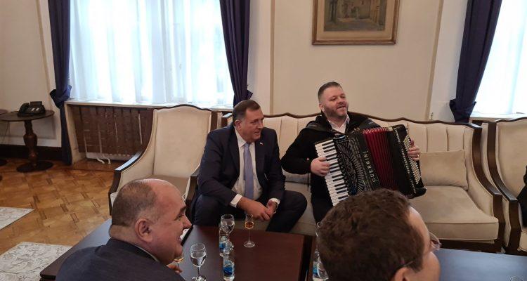 Β-E: Ο Dodik συνεχίζει να εξευτελίζει το θεσμό της Προεδρίας