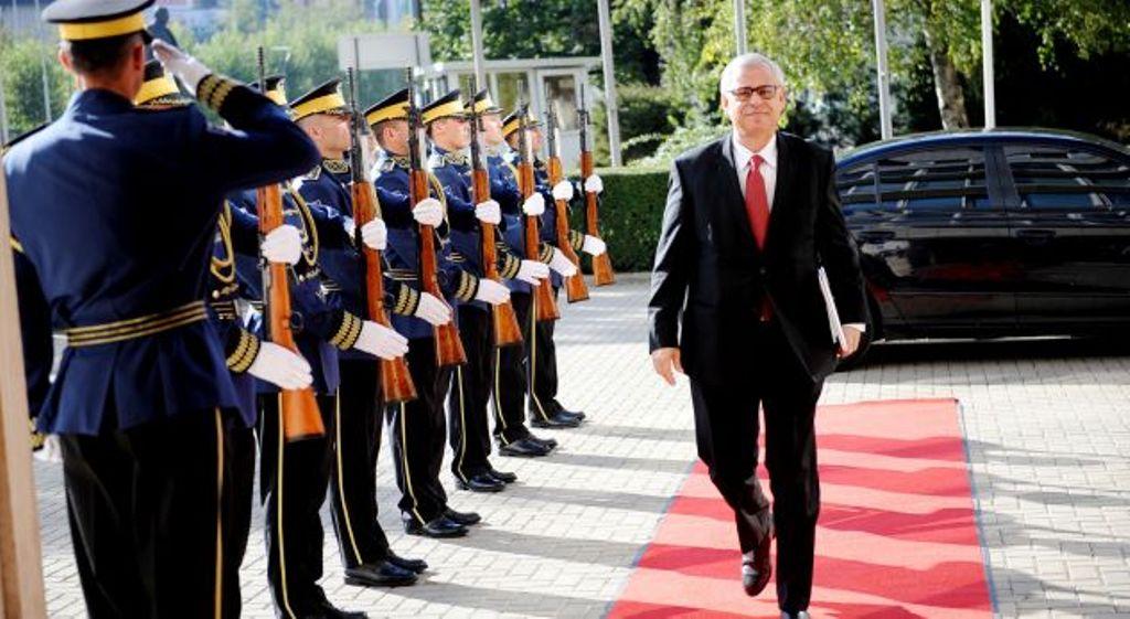 Švajcarski ambasador kaže da dobra volja neće doći ako se granice promene