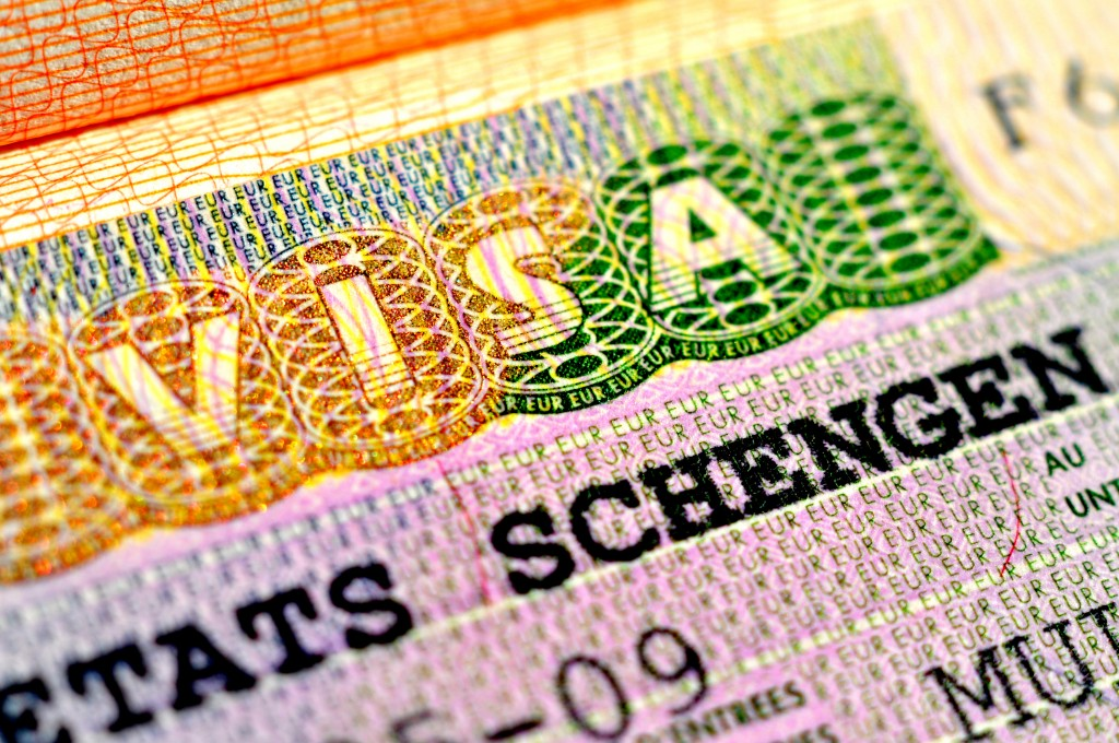 Holandski parlament usvojio je odluku o vraćanju viza za albanske državljane