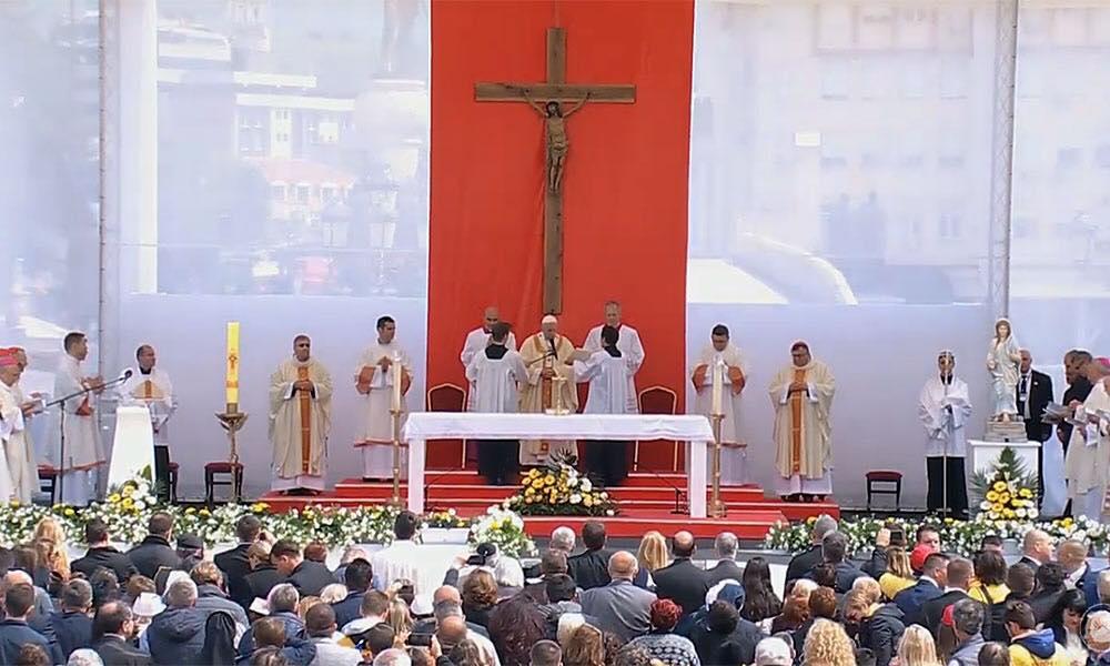 Papa doneo poruke mira i ljubavi