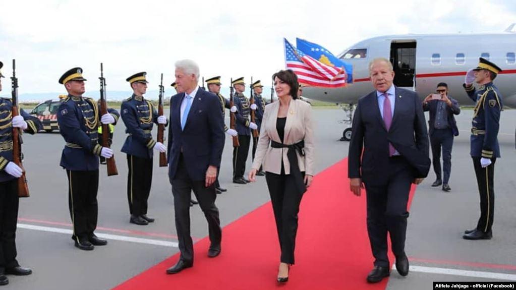 Bivši američki predsednik Clinton posetio Kosovo
