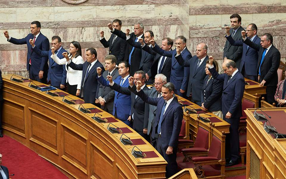 Novi poslanici grčkog Parlamenta položili zakletvu