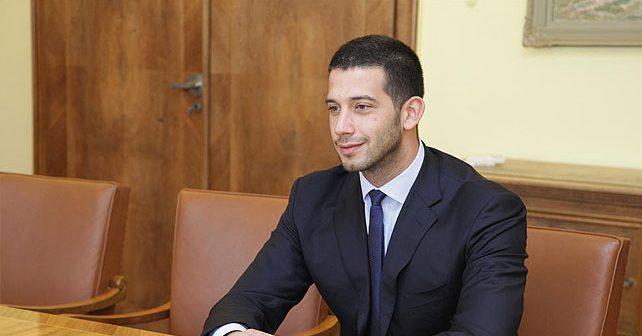 """Većina mladih u Srbiji želi """"jakog vođu"""""""