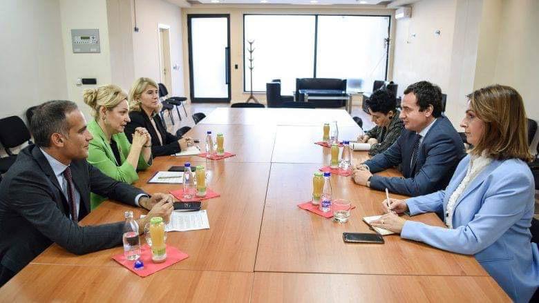Kurti se sastao sa šefom kancelarije EU na Kosovu – naglašena važnost hitnog formiranja vlade
