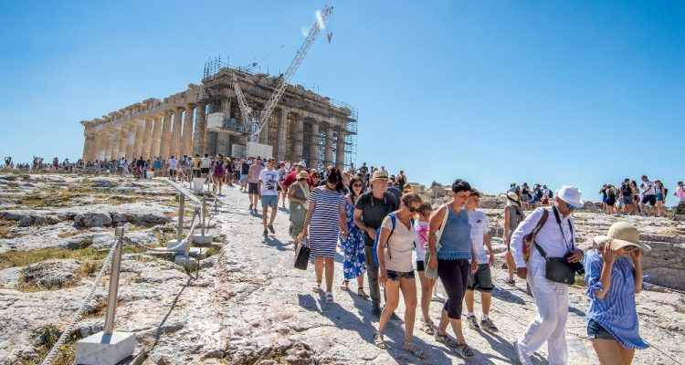 Grčku za osam meseci ove godine posetilo 21.8 miliona turista