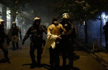 """Manjkavosti spoljne politike su nadomeštene """"viškom"""" policijskog nasilja"""