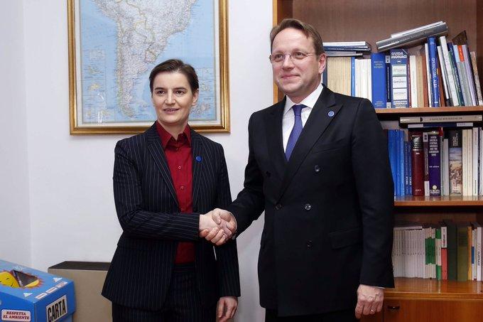 Srbija: Brnabić i Varhelyi razgovarali o šansama za početak pristupnih pregovora