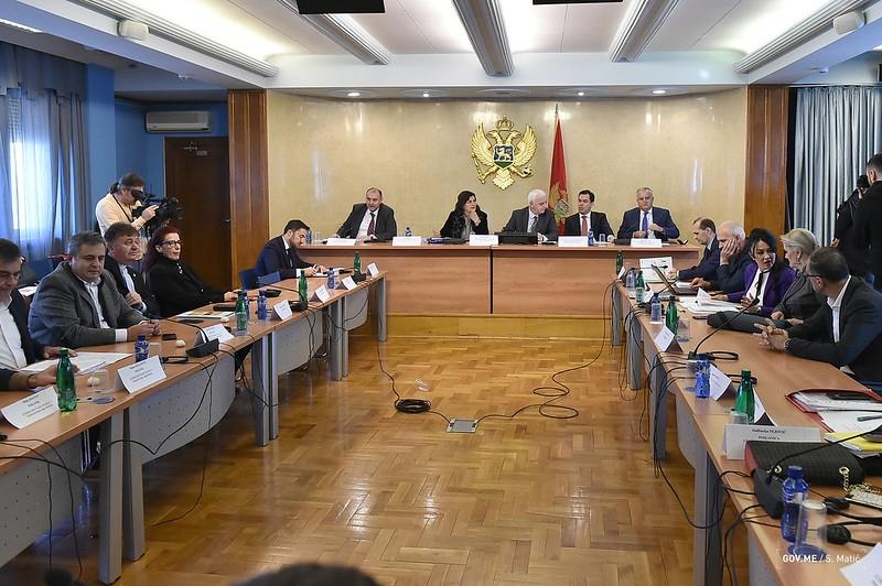 Parlamentarna komisija podržala sporni zakon