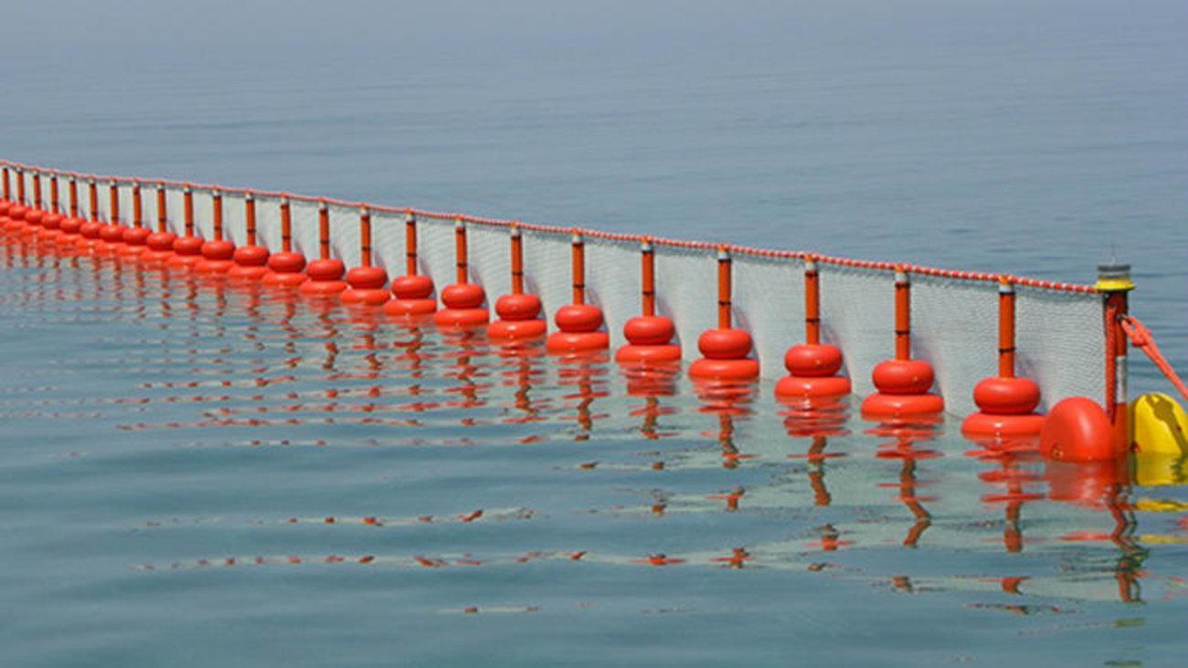 Sukob, pitanja i optužbe zbog plutajuće barijere
