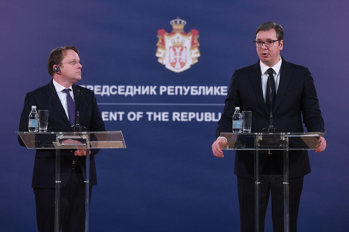 Sbija: Vučić se sastao sa Varhelyijem