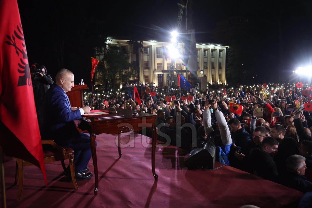 Albanija: Meta pred hiljadama demonstranata potpisao dekret protiv Ustavnog suda