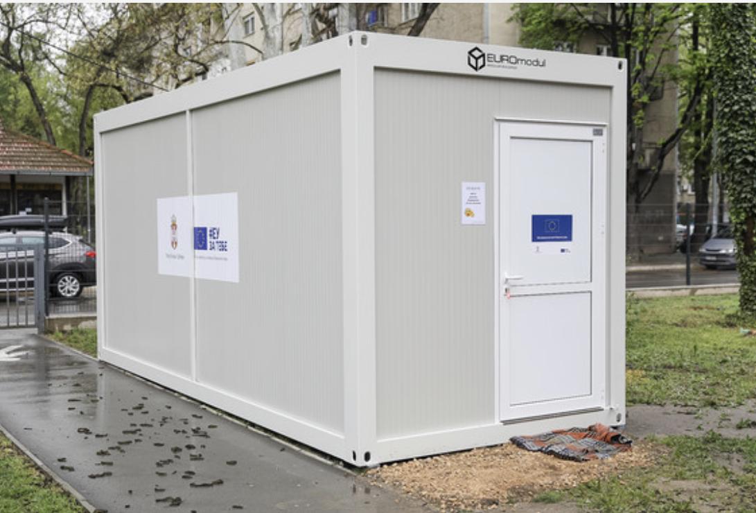 Srbija: EU isporučila prvih 10 kontejnera za hitne slučajeve