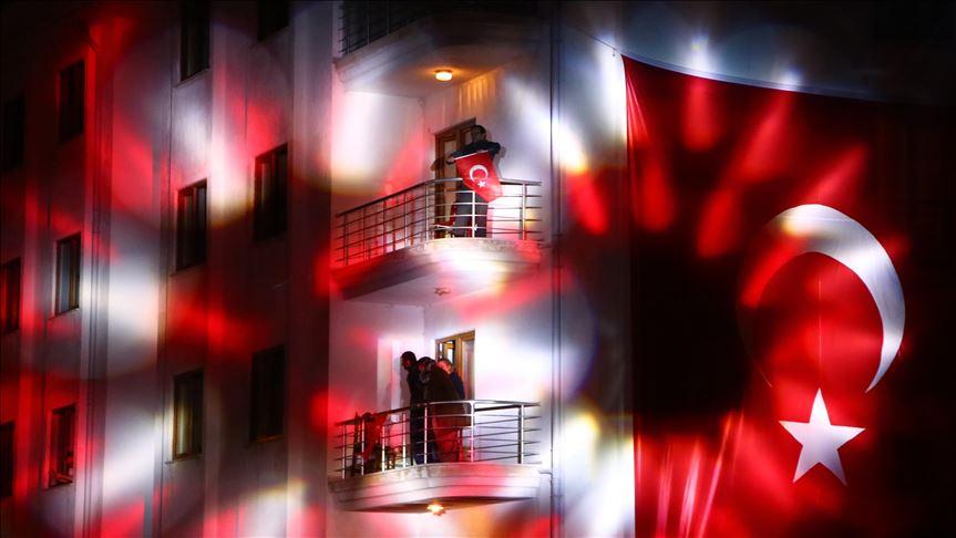 Turska: Dan nacionalnog suvereniteta i Dan dece proslavljeni na balkonima