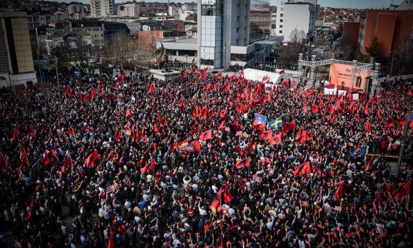 Kosovo: Građani na tri odvojena skupa traže nove izbore