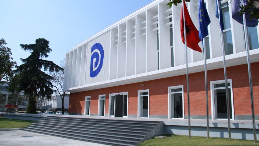 Albanija: Demokratska partija traži istragu o 17 ugovora koje su potpisala razna ministarstva