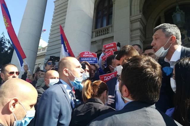 Srbija: Poslanik SNS Martinović nastavlja štrajk glađu