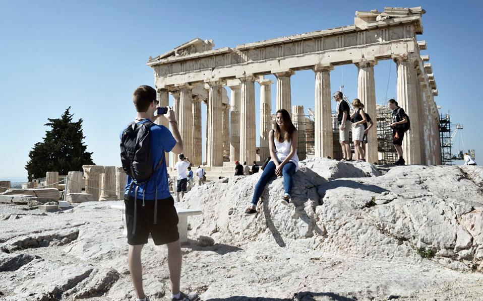 Grčka: Mitsotakis u sredu na TV govori o merama za oporavak privrede, rada i turizma