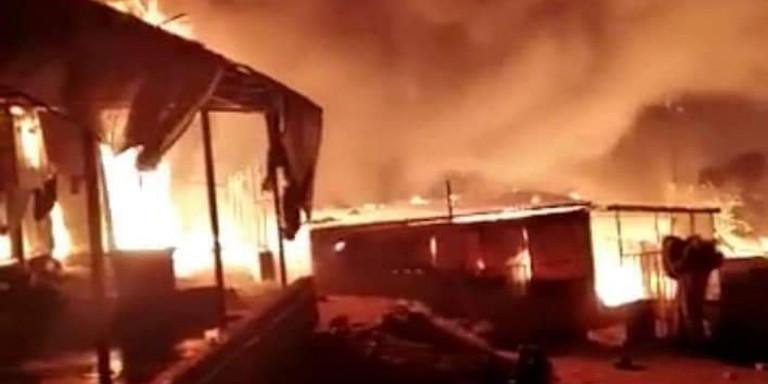 Grčka: Vatra gotovo u potpunosti uništila izbeglički kamp Moria