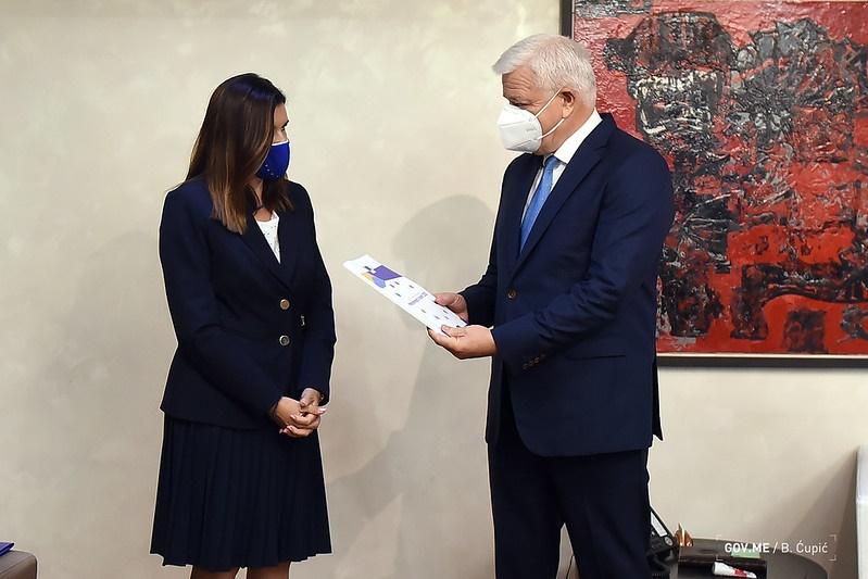 Crna Gora: Ambasadorka Popa uručila državnim funkcionerima Izveštaj EK