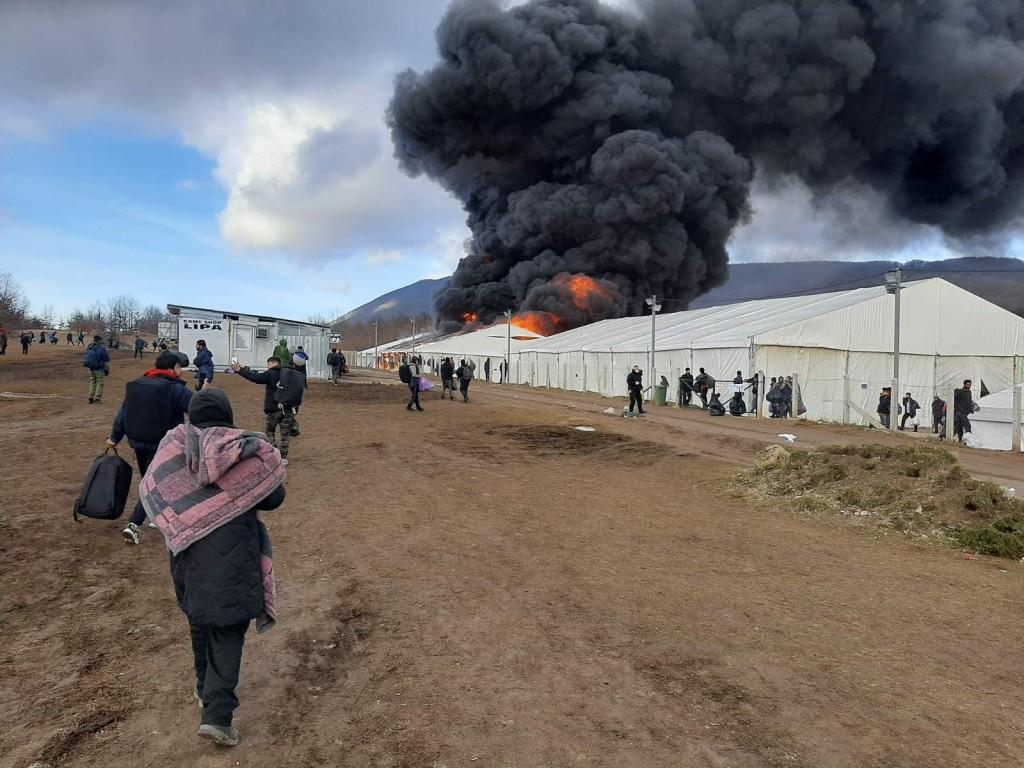 BiH: Zapaljen migrantski kamp Lipa