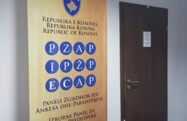 Kosovo: ECAP izbacio Kurtija, ostali kandidati se suočavaju sa zakonskim preprekama na izborima