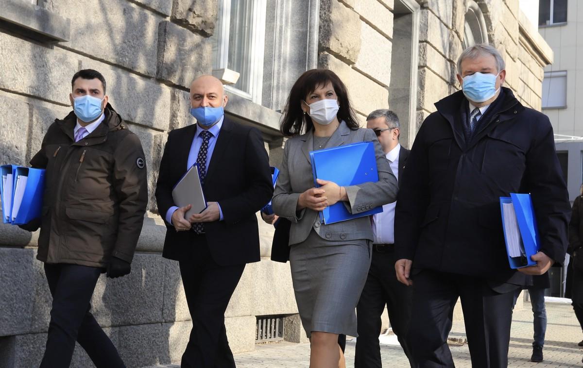 Bugarska: GERB i UDF predali 9 999 potpisa za registraciju u Centralnoj izbornoj komisiji