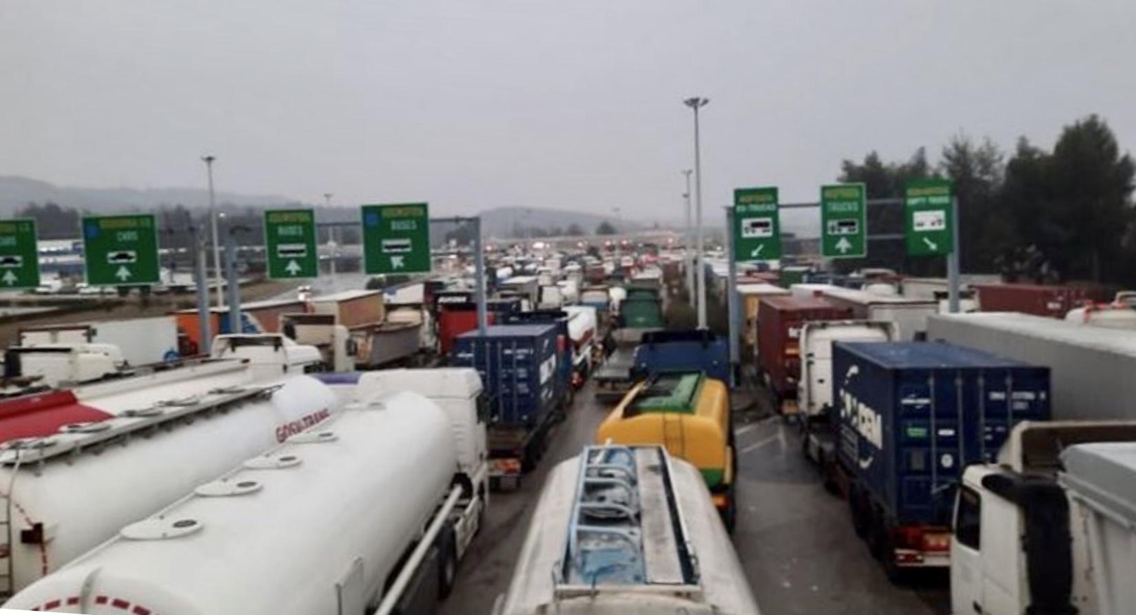 Severna Makedonija: Prevoznici suočeni sa haosom na graničnom prelazu Bogorodica – Evzoni