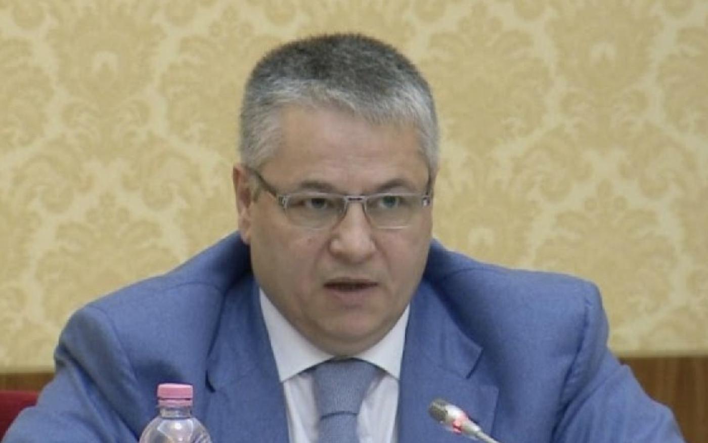 Albanija: Bivši poslanik Bashkim Fino izgubio bitku protiv koronavirusa