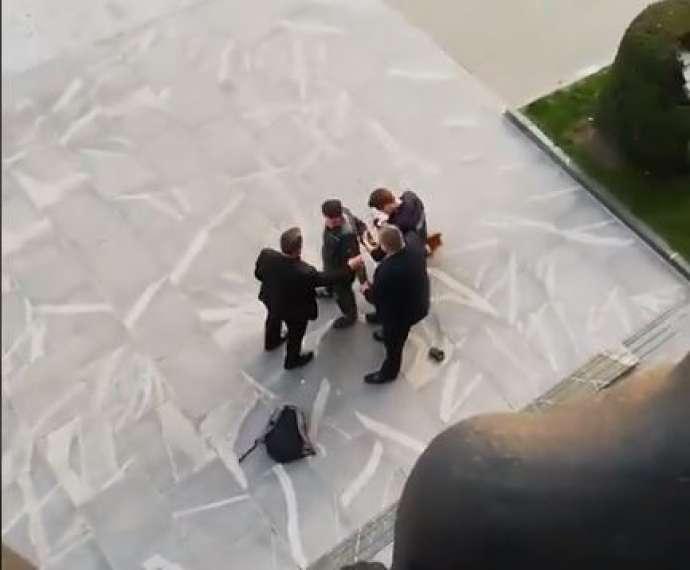 Slovenija: Muškarac naoružan motornom testerom pokušao da uđe u zgradu parlamenta
