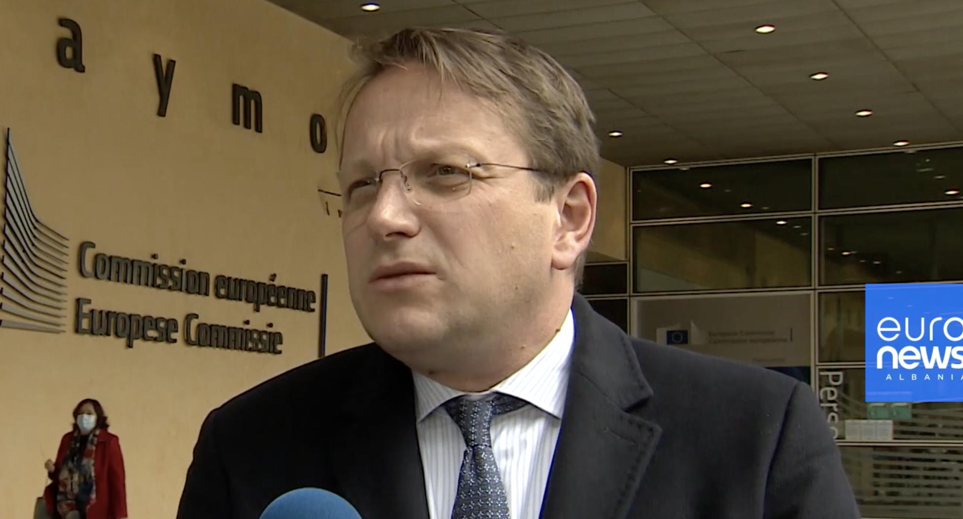 Varhelyi: Albanija bi mogla početi pregovore o pridruživanju bez Severne Makedonije