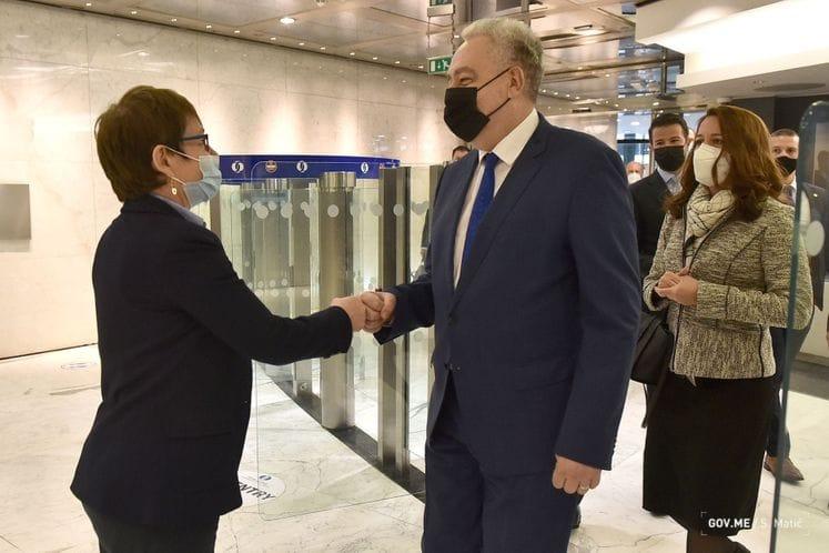 Crna Gora: Krivokapić u službenoj poseti Ujedinjenom Kraljevstvu, sastao se sa predsednicom EBRD Reno-Baso